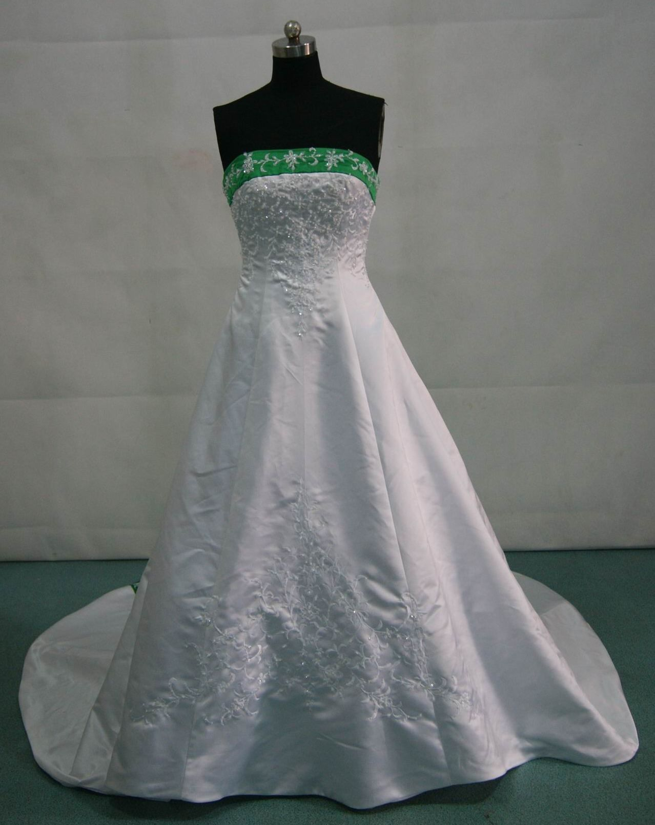 Now the front... white and emerald green wedding dress! I ...