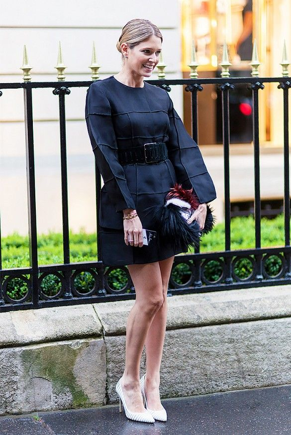 Helena Bordon wraps up a boxy dress with a thick belt and polishes it off with striped pumps.
