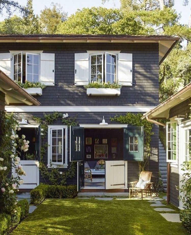 Would You Like A Free Painting Estimate Of This Navy Exterior Richardstewartpainting Losangeles Paintingcon House Exterior Countryside House White Shutters