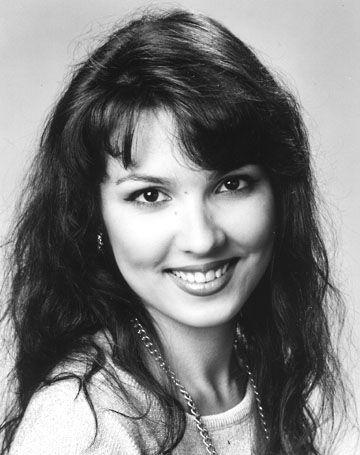 Anna netrebko as a very young woman gorgeous people anna opera singers music - Anna netrebko casta diva ...