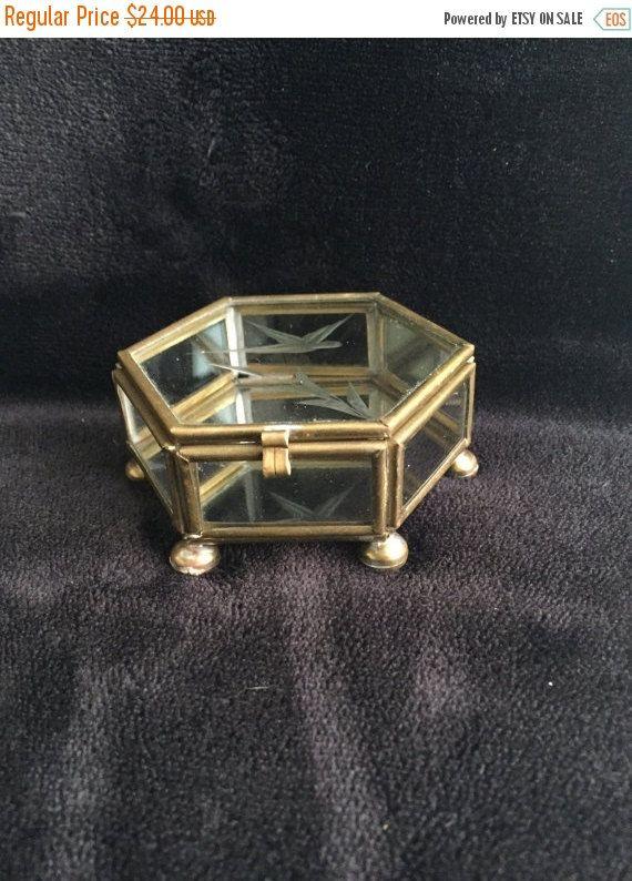 Caja de joya de cristal de venta viernes por GlyndasVintageshop