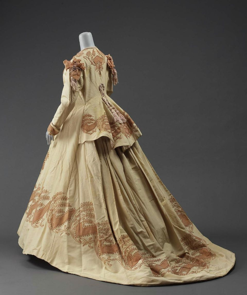Dressing gown, 1865-70, United States or France. | Victorian Dress ...