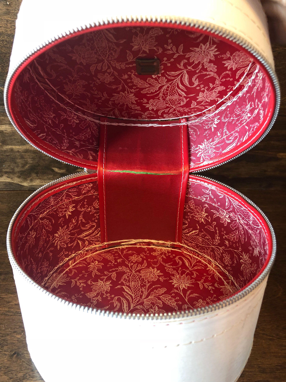 Vintage Travel Hat Box Small White Round Luggage For Hat Etsy Vintage Hat Boxes Diy Vintage Diy Hat