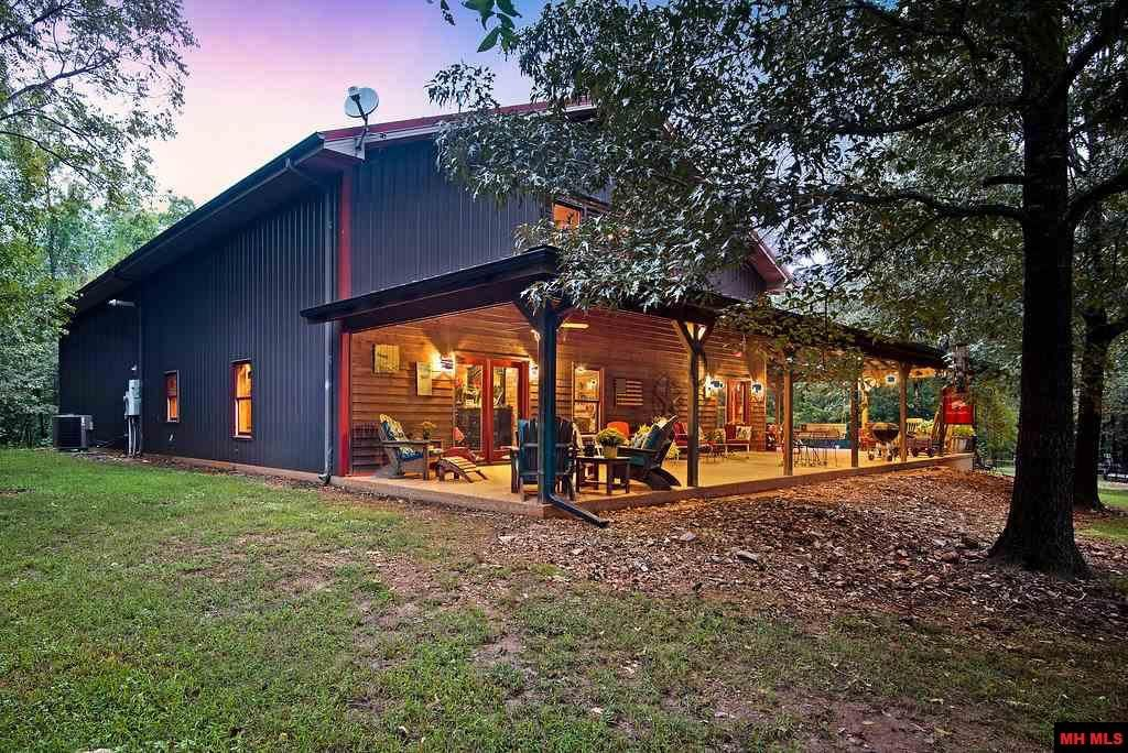 Top 20 Awesome Barndominium Design Ideas With Images Barn Style House Barn House Kits Metal Building Homes