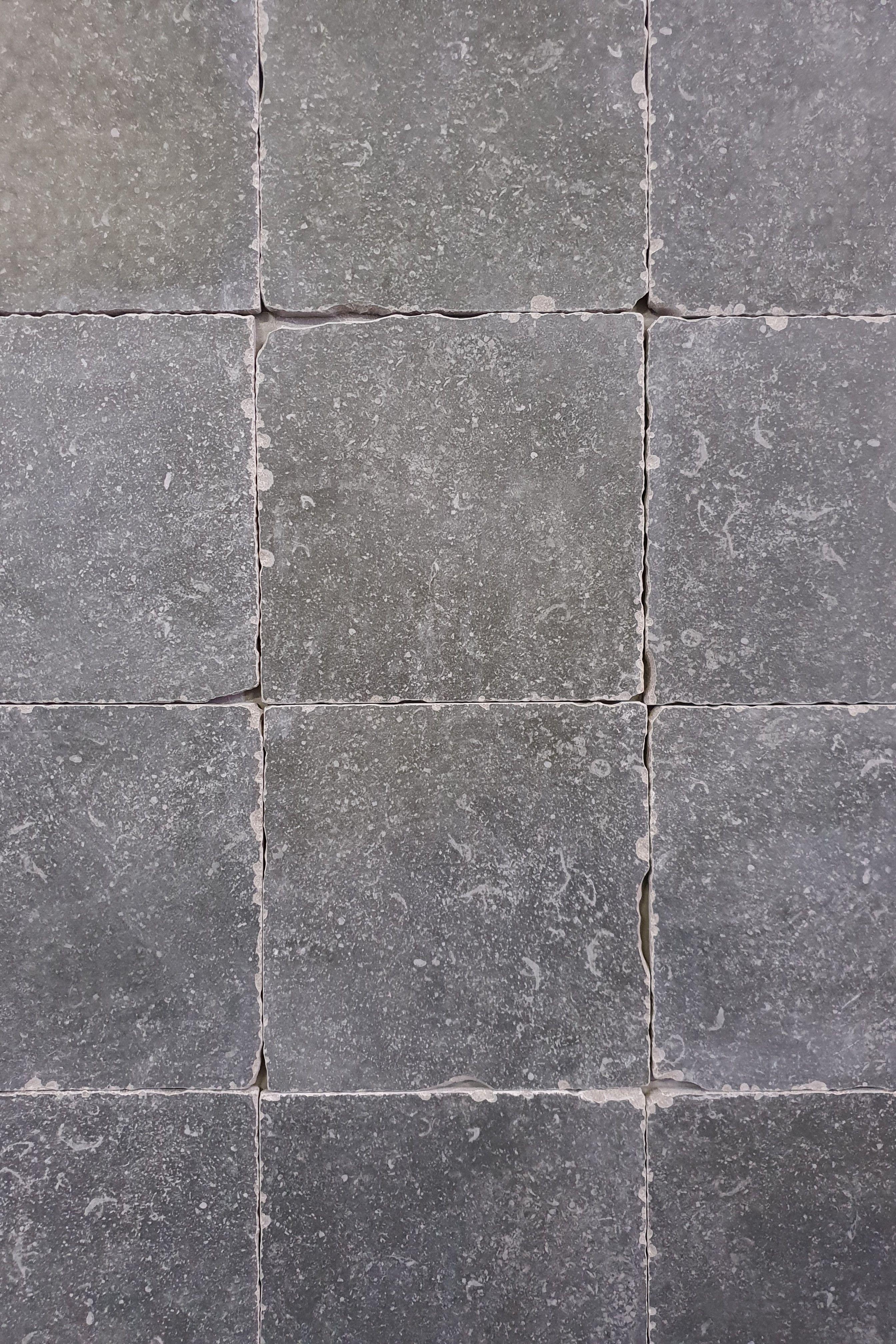 Antraciet Grijs Tegels.Deze Getrommelde Vloertegels Zijn Verkrijgbaar In Antraciet En Grijs