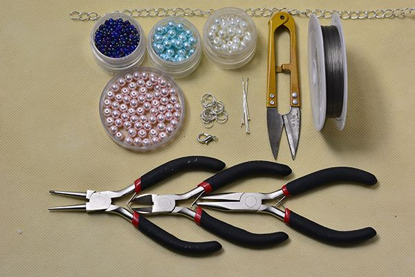 Materials and tools required in this pearl bead stitch wide bracelet diy project: