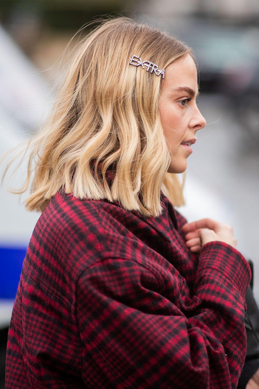 Haarspangen Und Clips Sind Der Accessoire Trend Fur Haare Diesen Fruhling Und Sommer Die Verspielten Spangen Trendfrisuren Haarschnitt Lang Haarband Frisur