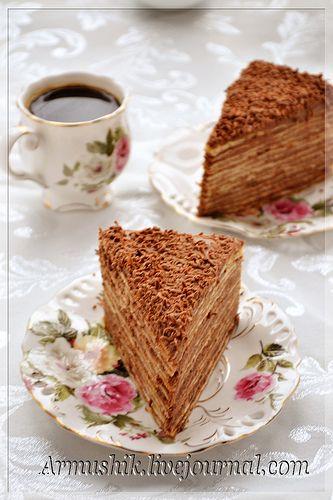 Не знаю, почему так называется этот торт,но он очень-очень вкусный и популярный в Армении.Во многих рецептах в крем добавляются сырые желтки взбитые с сахаром,но я выработала свой вариант и он мне больше нравится.В действительности,Микадо торт невысокий,прямоугольный,состоит из 7-10 тонко…
