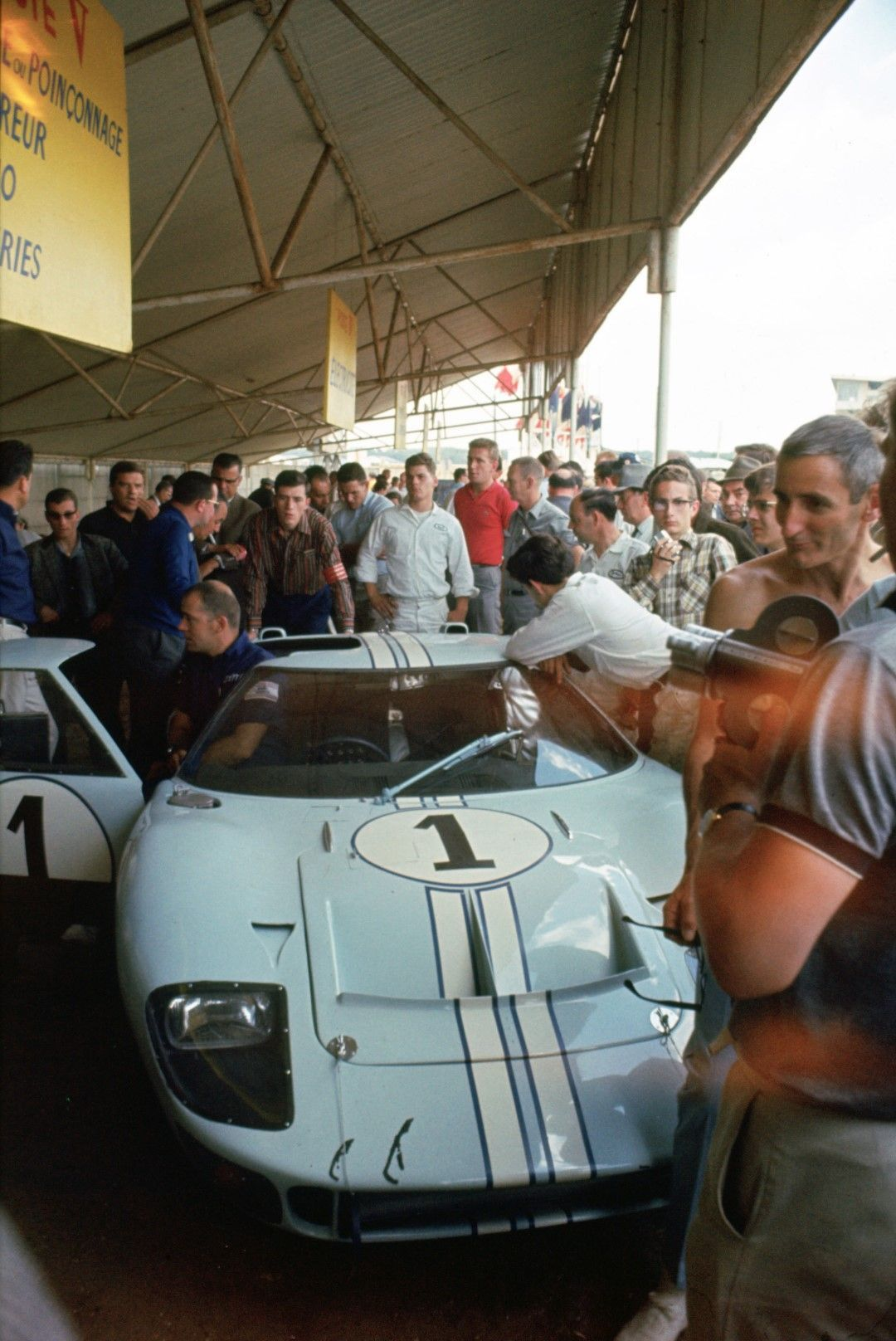 Ford Gt40 Mk Ii At Le Mans 1966 Ford Gt40 Ford Racing Ford Gt