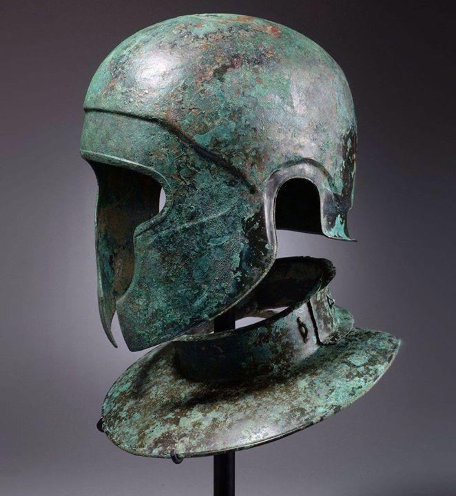 Yelmo y gorjal samnita - Italia - 450 AC - Bronce