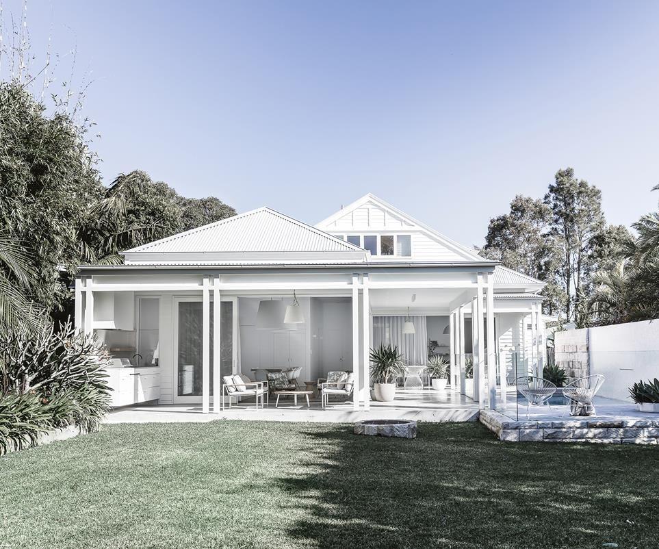 Photo of A creative couple build a modern beach house