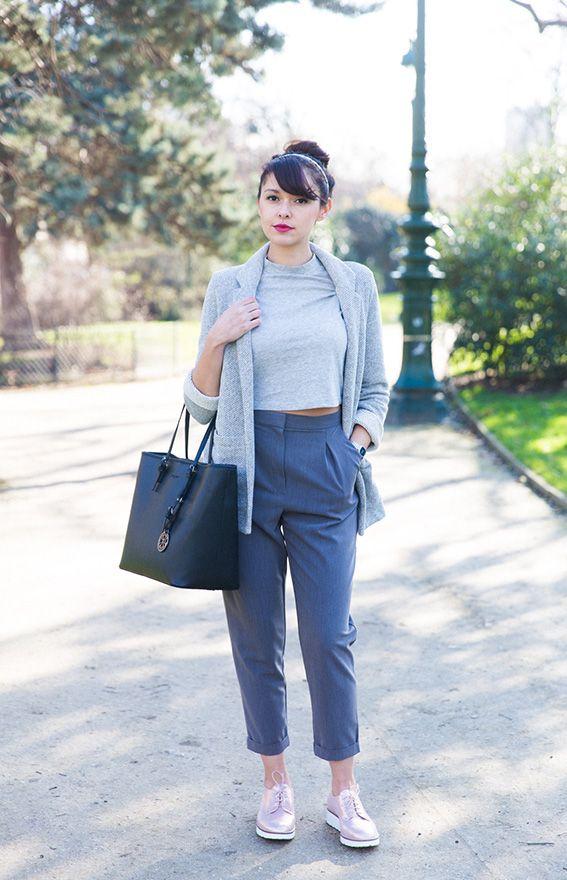 Blogueuse mode Paris - look idées pour s habiller pantalon court tailleurs  large derbies dorées mini haut veste fluide Sac noir Christian Lacroix 0a43720960b7
