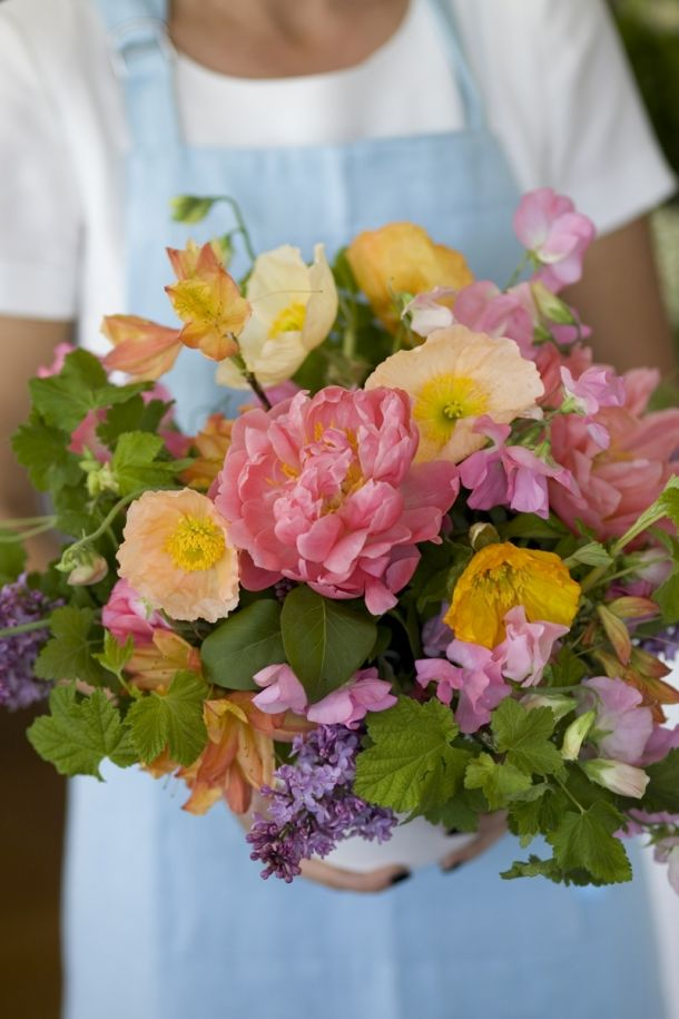 Behind the scenes - flower arranging with Fleur