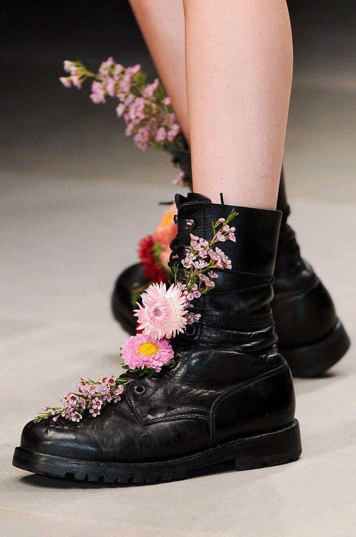 Картинки цветы в ботинках