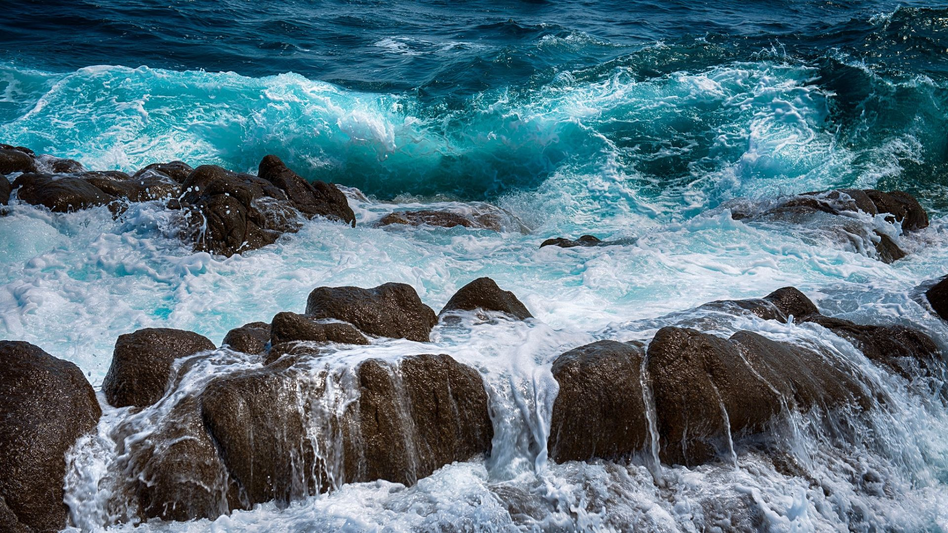 download wallpaper 1920x1080 sea, rocks, spray, surf, foam full hd