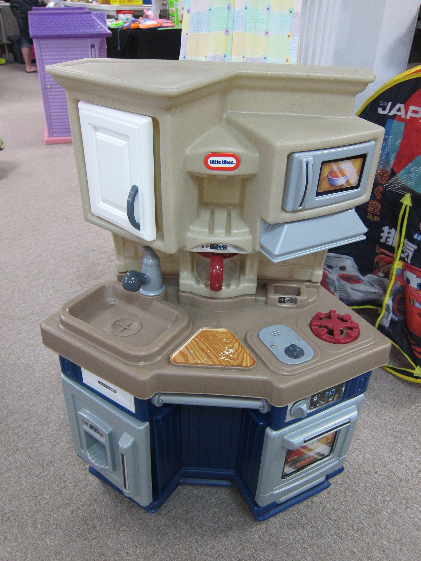 Little Tikes play kitchen Little tikes, Play kitchen, Kids