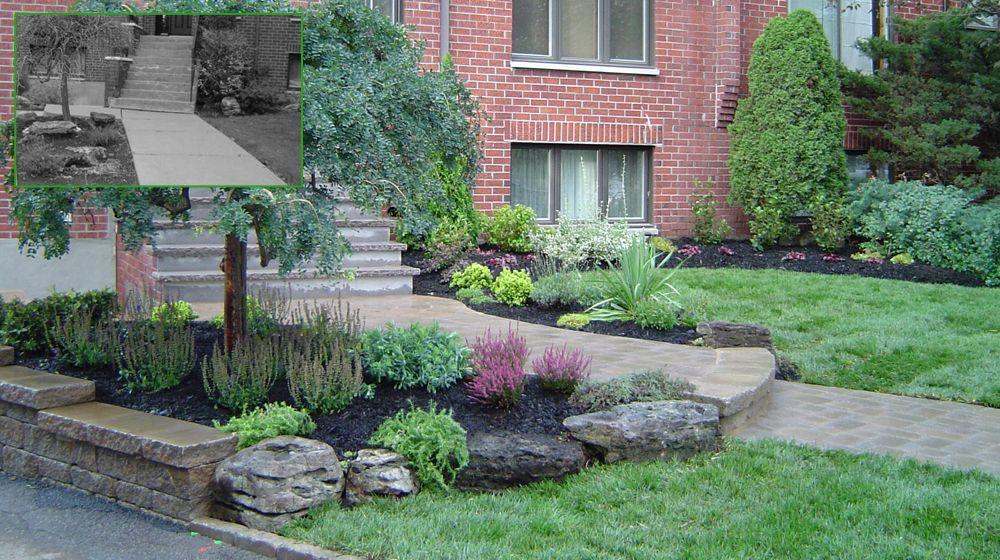 aménagement paysager devant maison avec sentier en pavé de béton ...