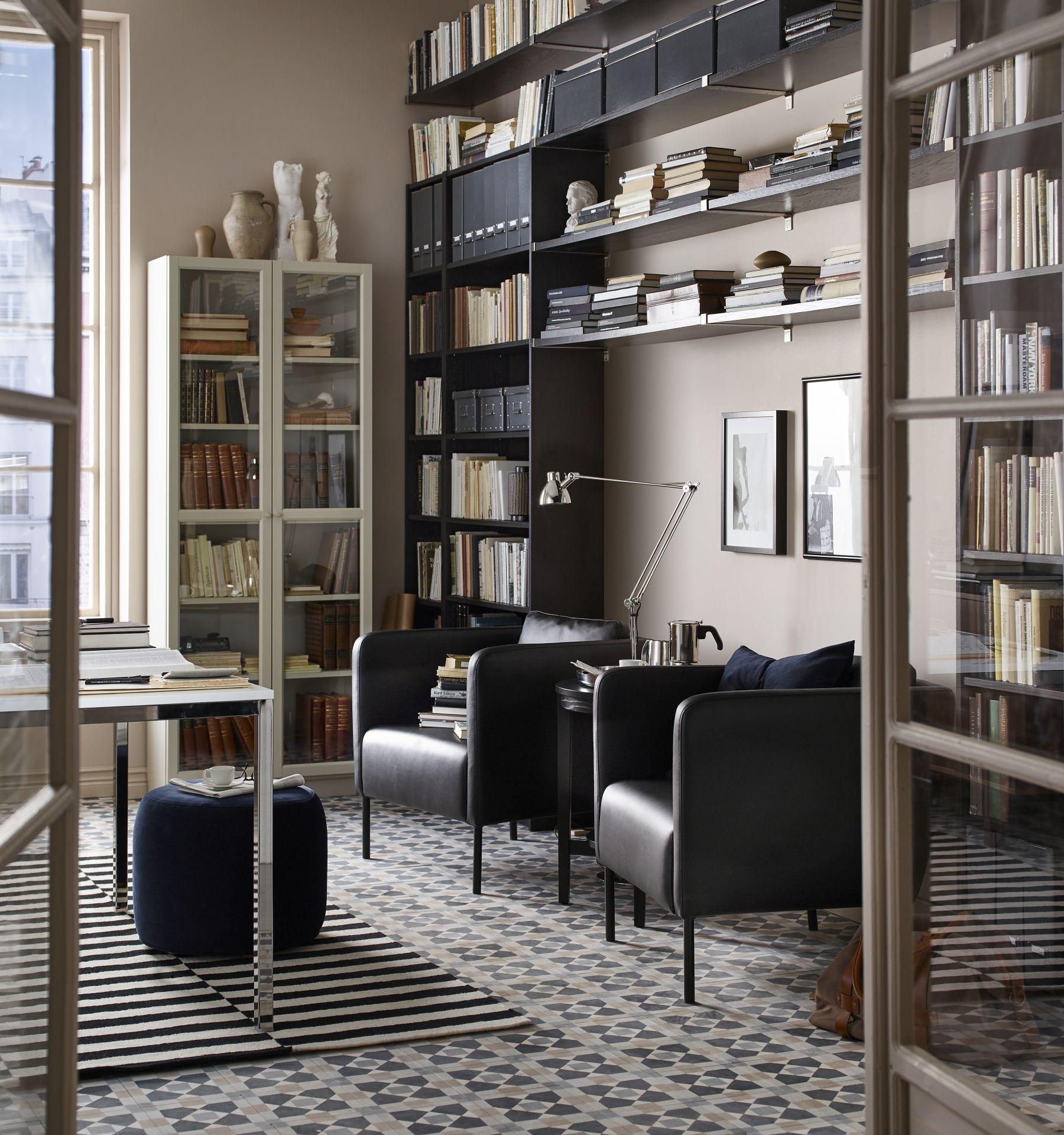 stockholm poef ikeacatalogus nieuw 2018 ikea ikeanl ikeanederland blauw donkerblauw poefje billy boekenkast kast deuren glas landskrona fauteuil stoel