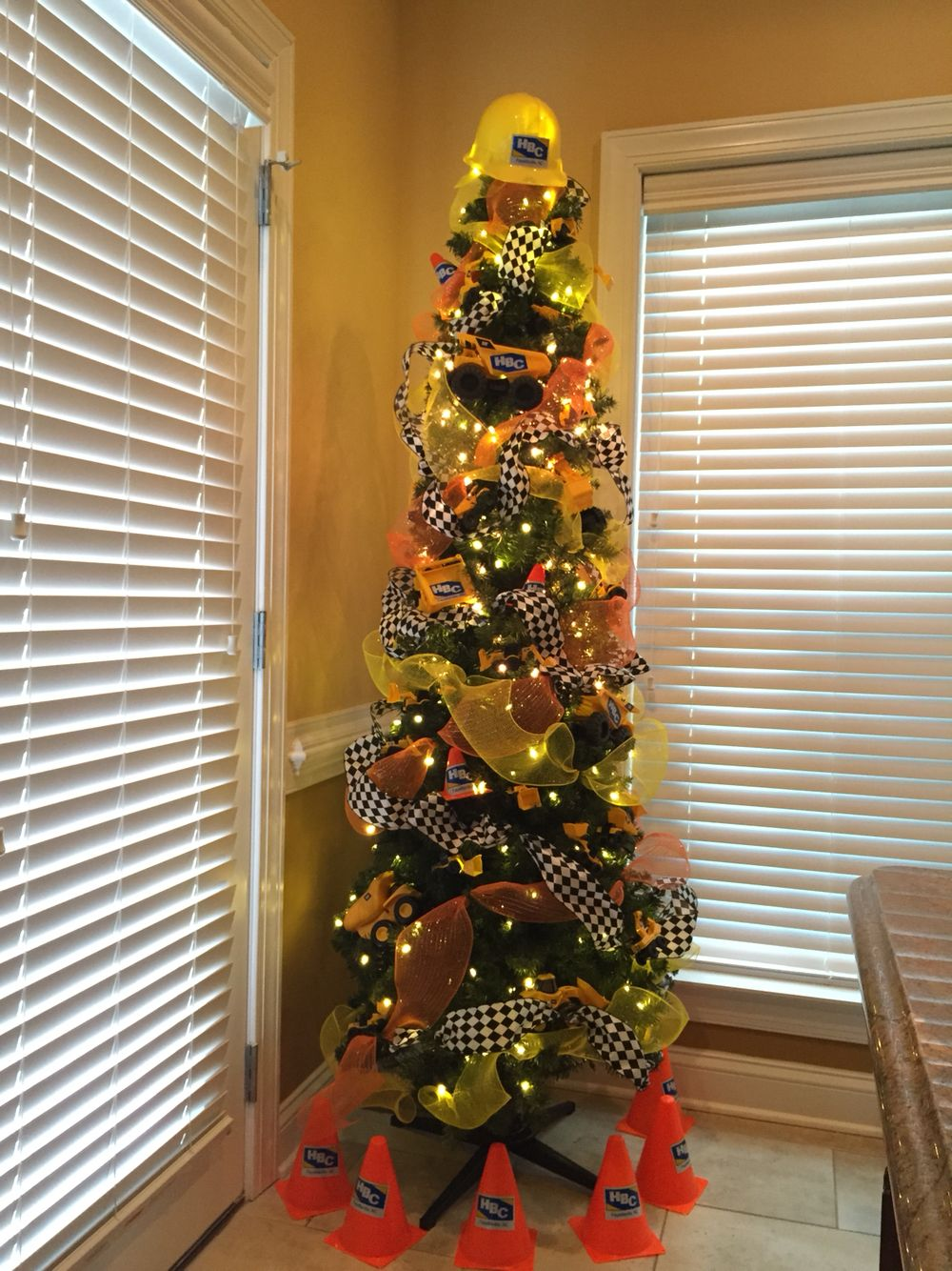 Construction Tree Holiday Decor Crafts Tree
