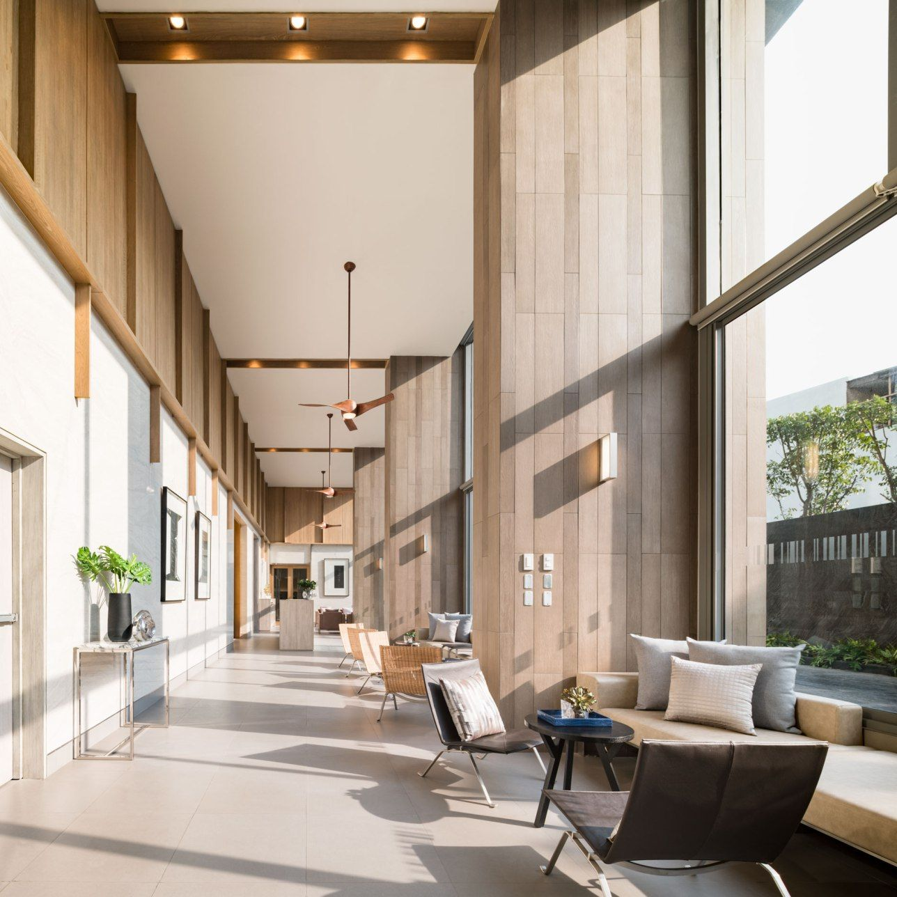 Pin by mirachen on interior hotel lobby design lobby for Hotel lobby decor