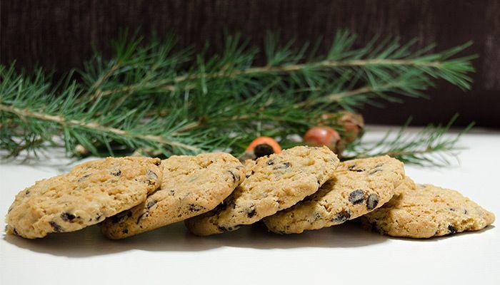 Amerika'da çok sevilen bir kurabiye tarifi. Damla Çikolatalı Kurabiye ve yanında da güzel bir kahve olunca değmeyin keyfimize:) Şeker miktarı bizim damak tadımıza uygun ama çok tatlı sevmeyenler özellikle beyaz toz şeker miktarını 2 veya 3 kaşığa indirebilir. Veya isterseniz birebir orijinal tari