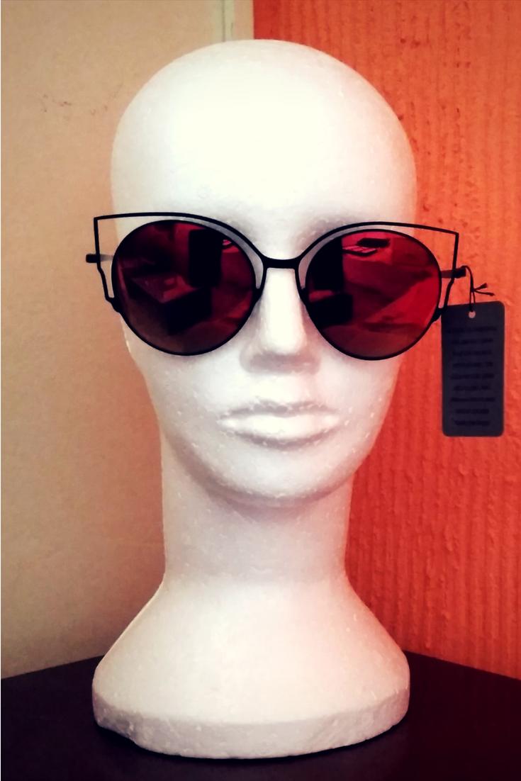 Os óculos de sol espelhados estão super em alta, te deixa mais moderno (a 020fa207e0cb