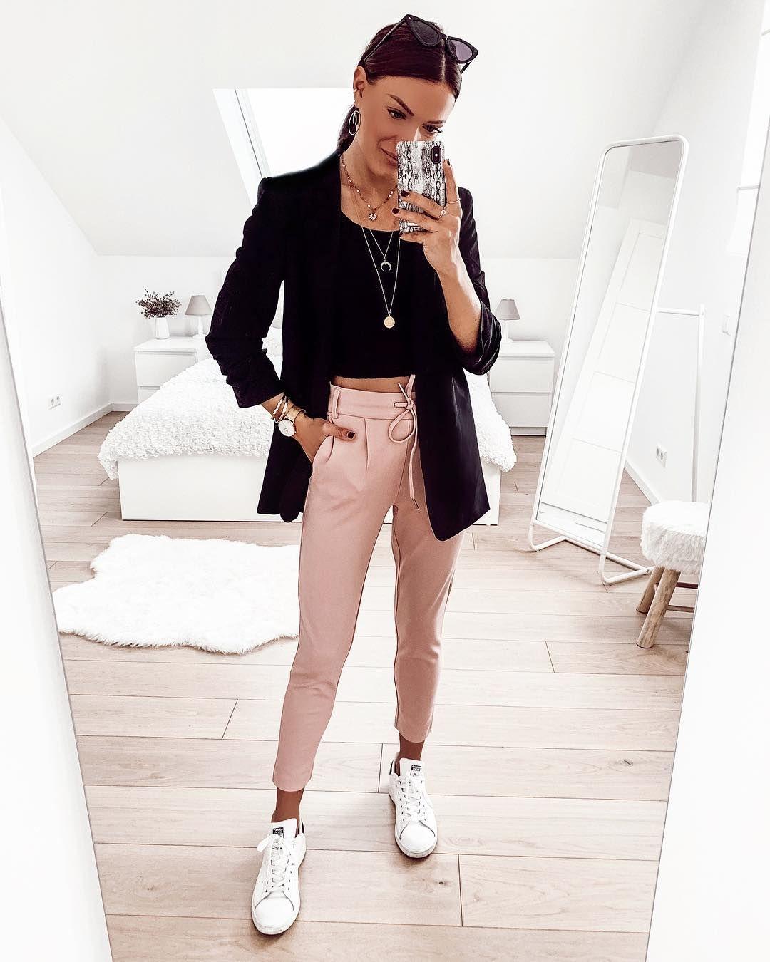 """Photo of FASHIONPUGLADY DI JAQUELINE su Instagram: """"Buongiorno 🤗   Annuncio   … un altro giorno … un altro blazer 🤪 L'outfit è completamente di @aboutyoude uuuand nella mia storia ora c'è … """""""