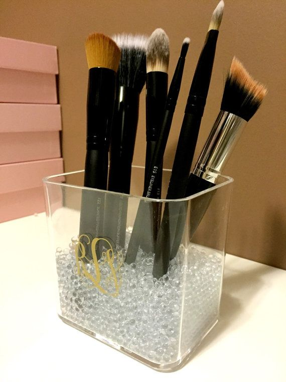 **PLEASE READ ENTIRE LISTING, TURNAROUND TIMES AND SHOP POLICIES BEFORE ORDERING**  This small acrylic brush holder is the perfect storage for a