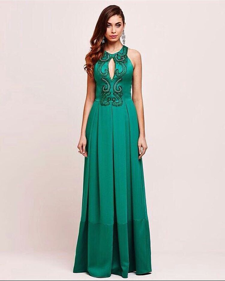 Lindo green dress para começar a segunda!!! #santamaniamodafesta #summer17#chic#
