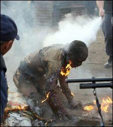 Os ataques a cristãos continuam com força total da Nigéria. Relatórios apontam que mais de 100 pessoas foram mortas por terroristas armados na semana passada e o grupo extremista islâmico Boko Haram, mais uma vez assumiu a responsabilidade por eles. Enquanto fontes diferentes contabilizam a quantidade de pessoas que perderam suas vidas na semana passada, … http://boo-box.link/185GC