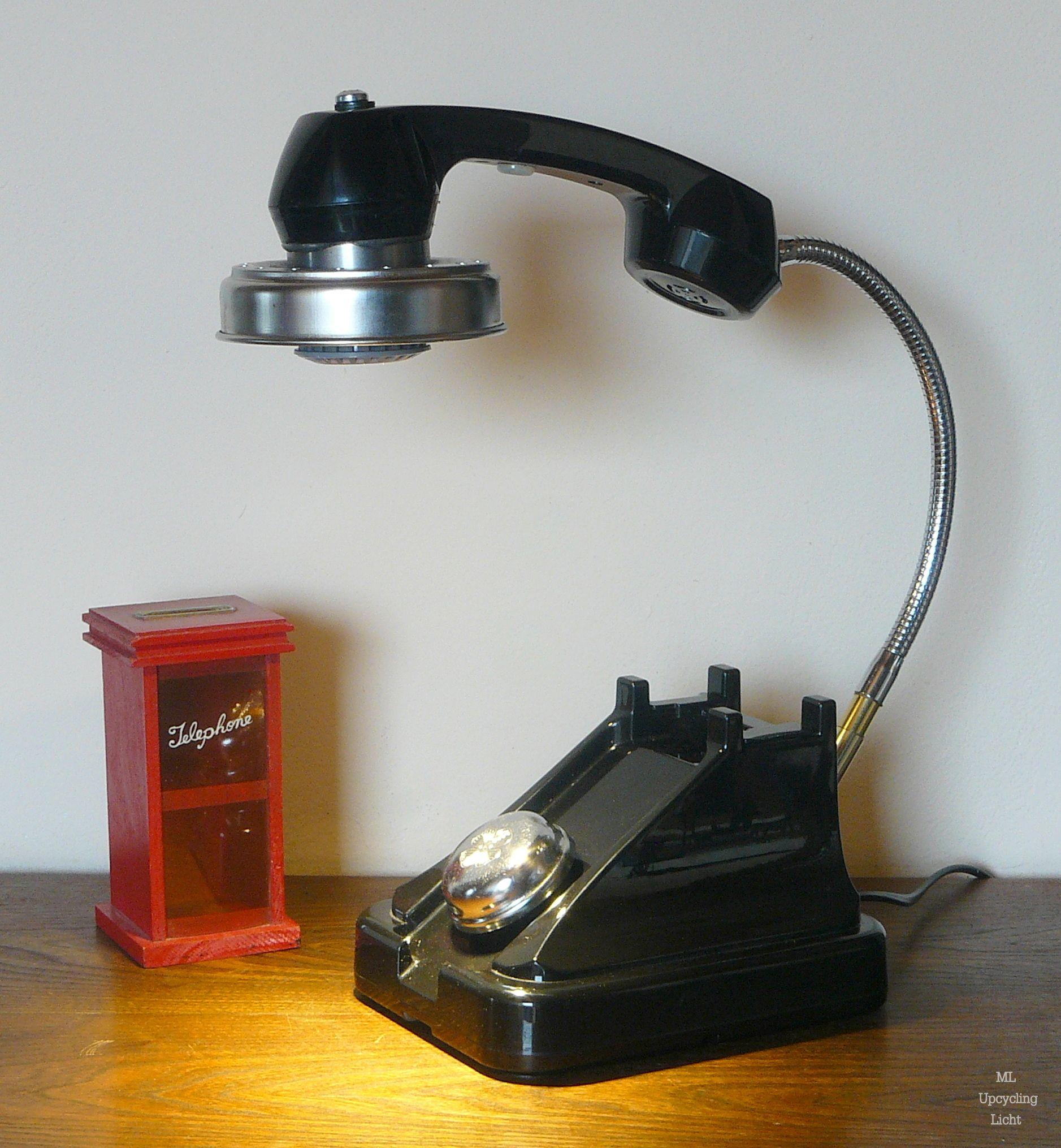 Telumina Ein Altes Telefon Eine Fahrradklingelhaube Ein
