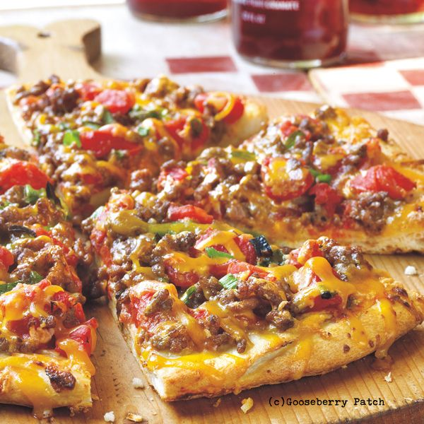 Gooseberry Patch Recipes: Ultimate Cheeseburger Pizza From