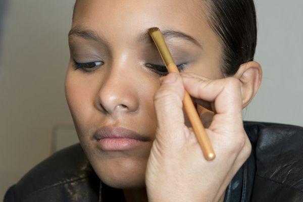 Smarter Ways to Put On Your Makeup 8 Smarter Ways to Put On YourMakeup | Beauty High8 Smarter Ways to Put On YourMakeup | Beauty High