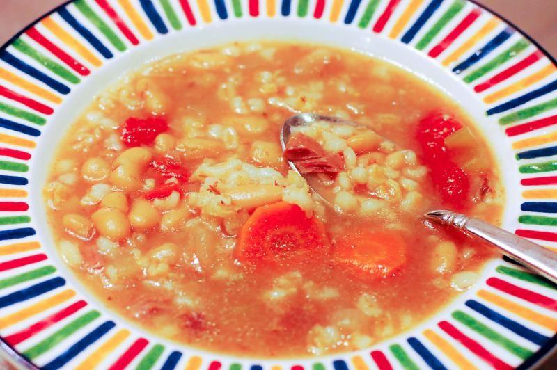 Slow Cooker White Kidney Bean and Barley Soup Recipe :: YummyMummyClub.ca
