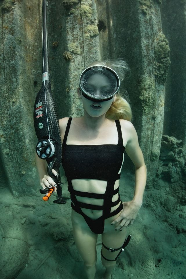 Underwater breathhold fetish