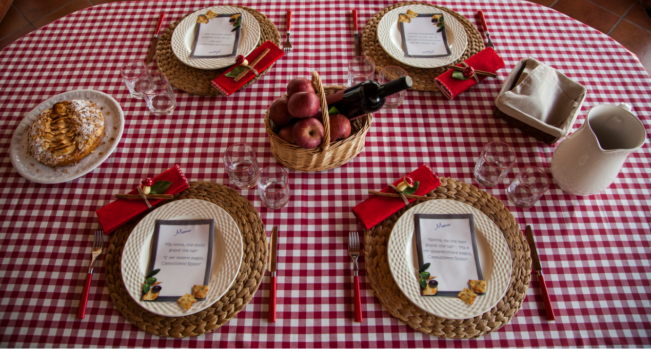Little Red Riding Hood table setting  #cappuccettoRosso