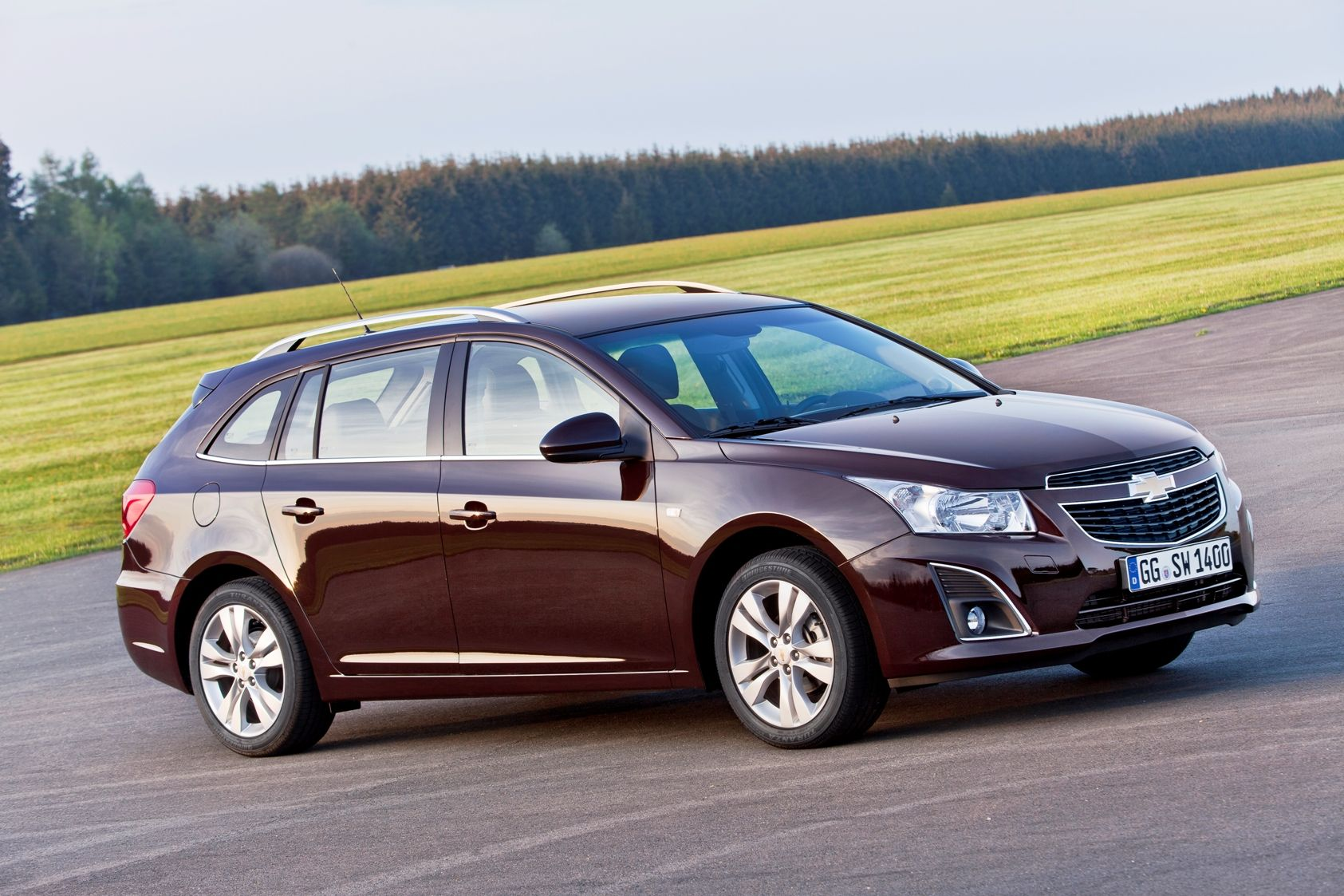 Chevrolet, the Cruze Family Expands        · The new design also improves the car's sporting appearance than  · 1478 liter with large luggage capacity  · Chevrolet MyLink enables the integration of information and entertainment system, smart phone  · The new 1.4L turbo gasoline engine produces 140 hp and maximum torque of 200 Nm  · Station wagon and safe driving characteristics of the Cruze in October with Turkey will take place in the market.