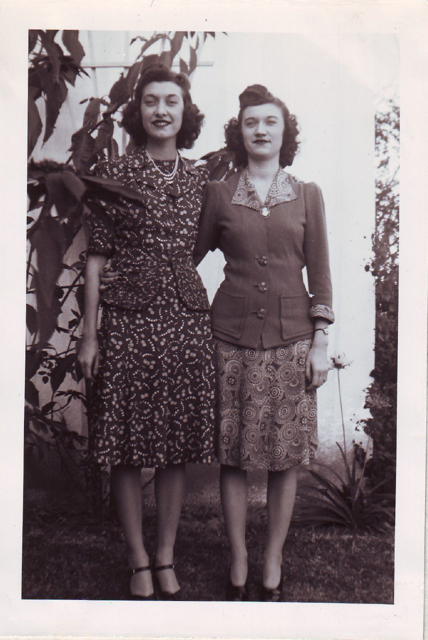 More Forties Inspired Flair: Vintage Photo Tuesday: Collection Of Images Of A 1940s