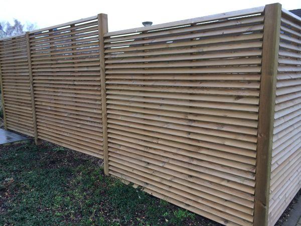 Afsluiting tuin en houten constructies tuinideetjes for Moderne afsluiting tuin