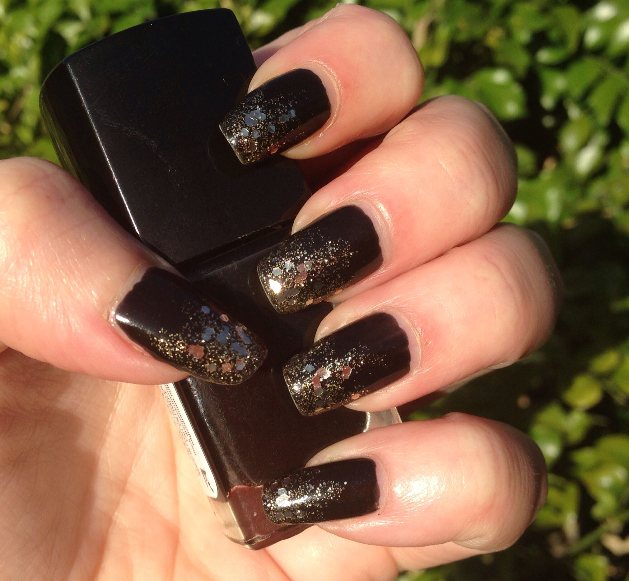 Black nails with glitter gradient
