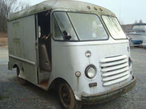 1954-Chevrolet-Grumman-Olson-Step-Van-Short-and-Cute
