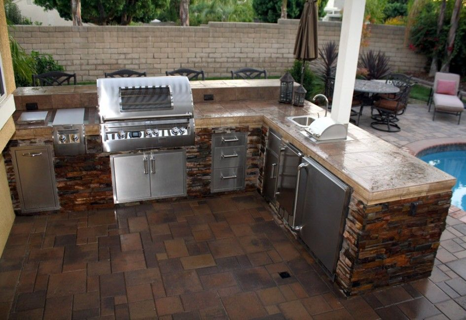 Majestic Outdoor Steel Cabinets Kitchen With L Shape Stone Veneer Kitchen Island Design And Ceramic Outdoor Kitchen Design Diy Outdoor Kitchen Outdoor Kitchen