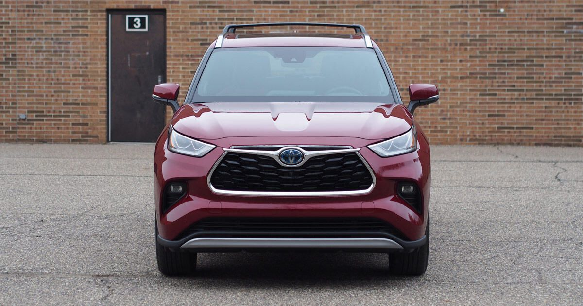 2020 Toyota Highlander Hybrid Review Astonishingly Efficient In 2020 Toyota Highlander Hybrid Toyota Highlander Compact Cars