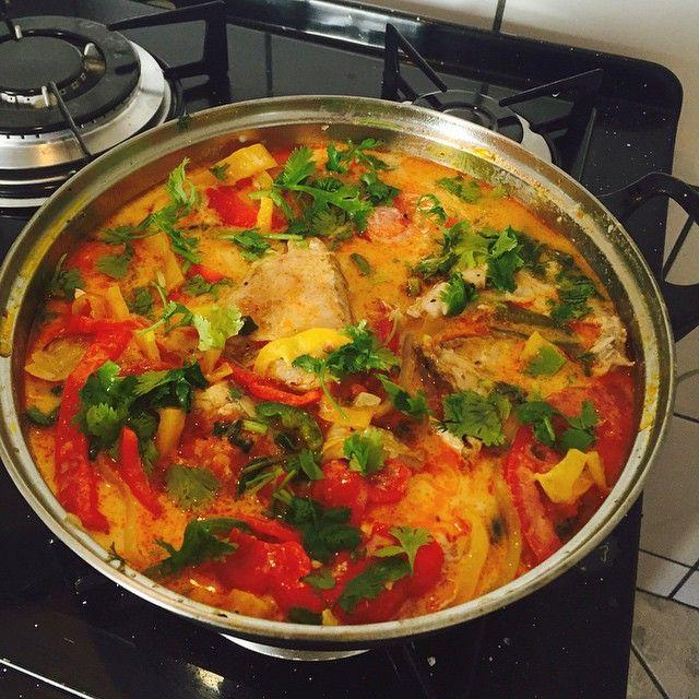 Moqueca de peixe tradicional (com azeite de dendê e leite de côco)