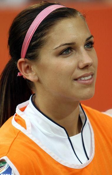 Alex Morgan Headband Alex Morgan Sports Hairstyles Girls Soccer