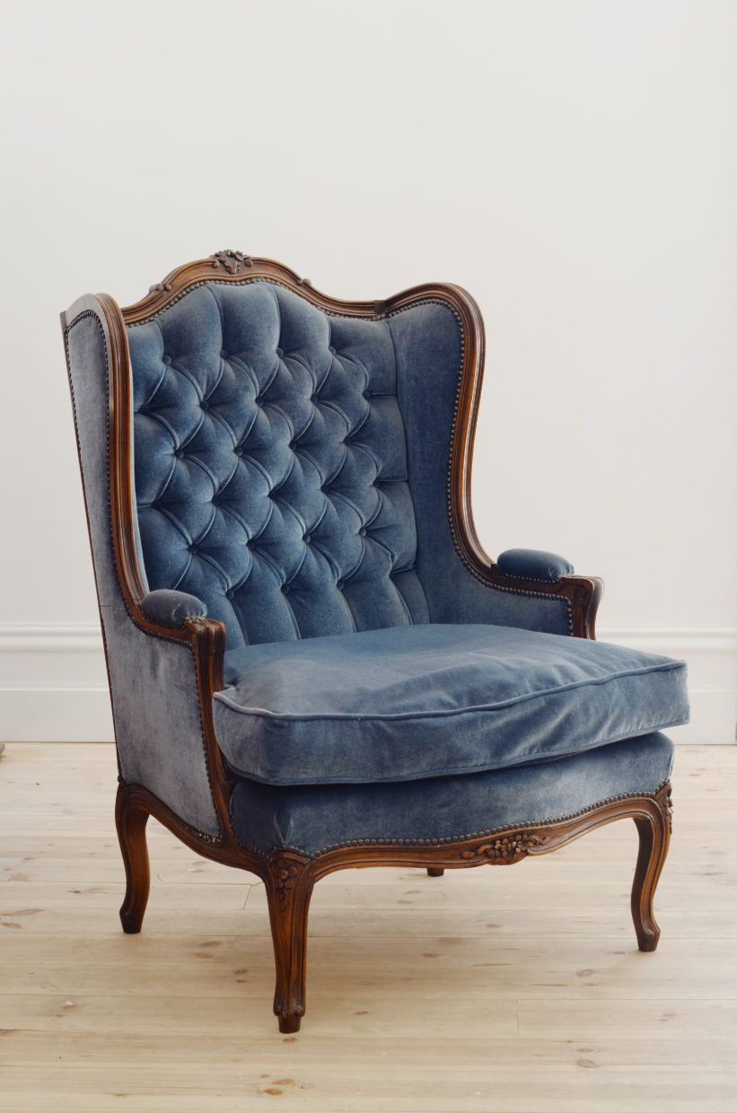 Delicieux Lily And Bramwell   Event Hire Adelaide, South Australia Vintage Blue Wingback  Chair Vintage Ornate Buttoned Armchair In A Rich Blue Velvet.