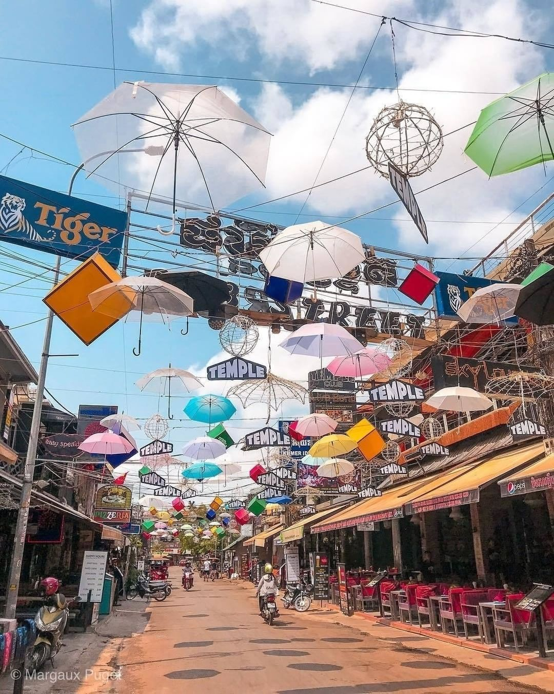Located In The Heart Of The City Nearby To The Beautiful Siem Reap River And Various Markets Pub Street Is Where Backpackers From All Over The World Gat Cambodja