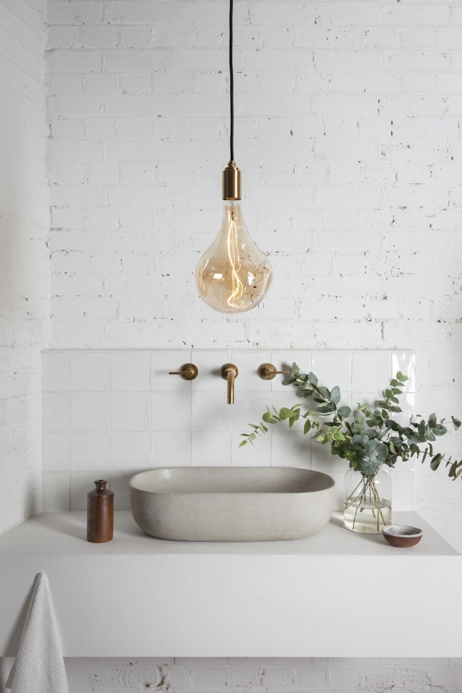 Tala lighting | Pinterest | Minimalistisches badezimmer, Badezimmer ...