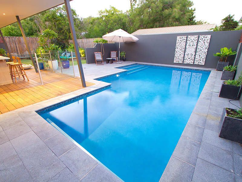 Geometric Pool Design Using Grass With Retaining Wall Decorative Lighting Pool Photo 1062737