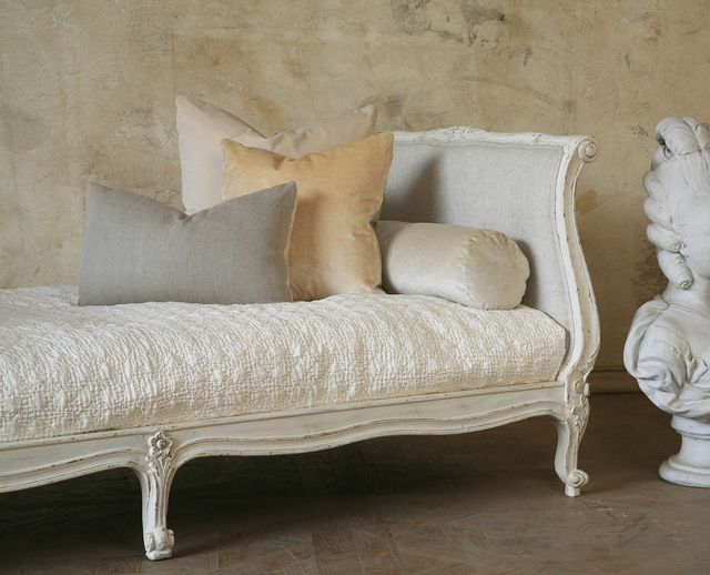 Clingancourt French Country Louis XV Style Twin Daybed in Antique White transitional-beds